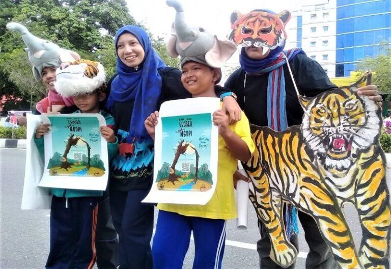 3 Perempuan Peduli Leuser Kampanye Air (1)