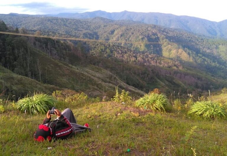 6 Perempuan Peduli Leuser Menikmati Alam